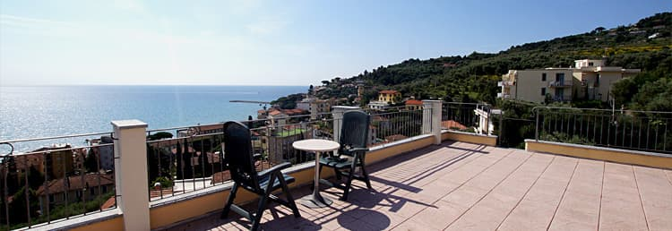 Vakantiewoning in Ligurië aan de kust met dakterras en prachtig uitzicht op zee