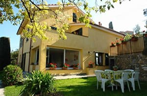 Holiday rental with a well-kept and fenced garden for your holiday with your dog in Liguria