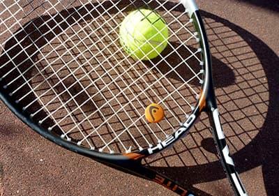 Tennis in een van de tennisclubs en tennisbanen in Ligurië