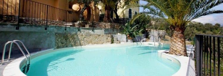 Villetta Teresa vakantiehuis met een zwembad, terras en tuin in Ligurië