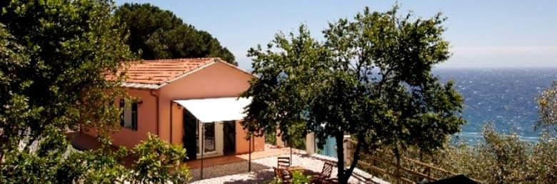 Vrijstaand vakantiehuis, Villino Capo Berta, direct aan zee in Ligurië