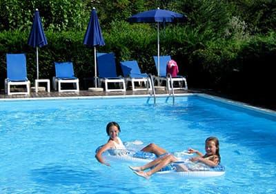 Vakanties met een zwembad in Ligurië – een verfrissende duik zonder uw accommodatie te verlaten