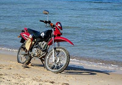 Huur een motorfiets of een scooter in Ligurië en geniet van uitzicht over de kust
