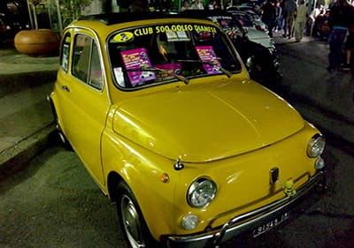 Een goed uitziende Fiat 500 in Ligurië
