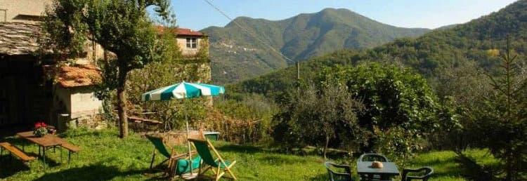 Agriturismo in het achterland van Ligurië achterland met een grote tuin en op een rustige locatie