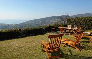 Holiday rental overlooking the sea with a big garden above Sestri Levante in Liguria