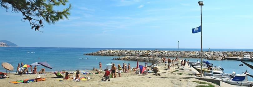 Bandiera Blu strand in San Lorenzo al Mare, Ligurië