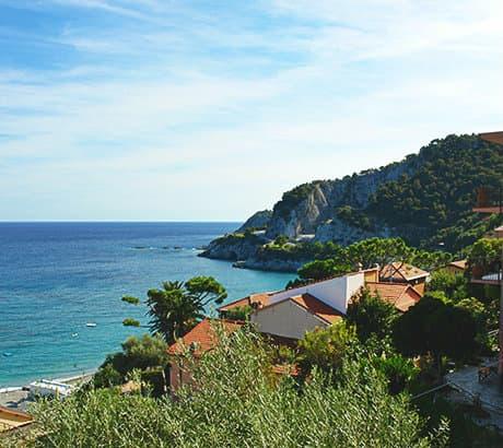 Uitzicht op Bergeggi in Ligurië