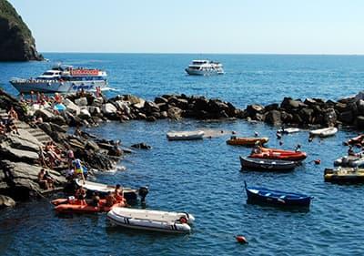 Boot in de zee in Ligurië