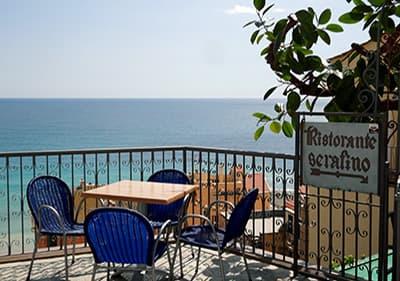 Uitzicht vanaf een terras van Cafe Serafino in Cervo