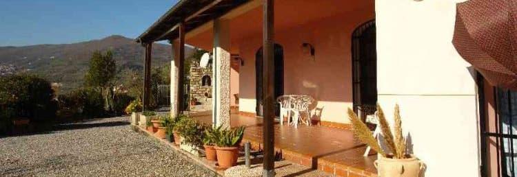 Huur een vakantiehuis, Casa Ciserai, rechtstreeks van de eigenaren in Ligurië - op een rustige locatie, met een groot terras