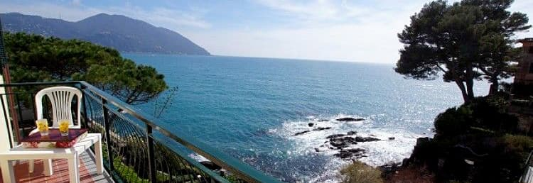 Dependance Villa Royal vakantiehuis met een privéstrand met uitzicht op de zee in Ligurië