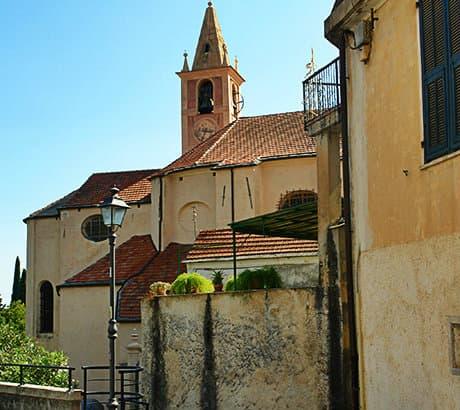 Uitzicht op Diano San Pietro in Ligurië