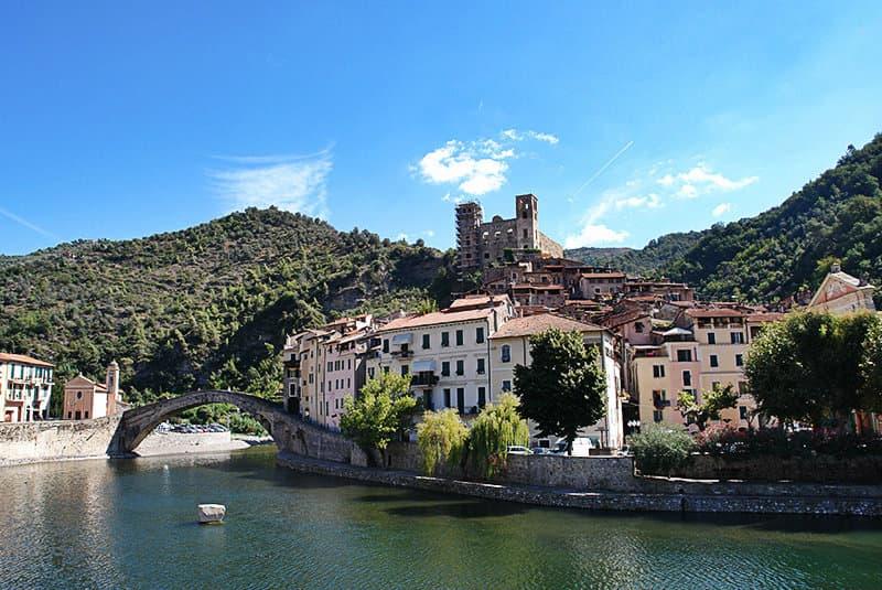 De prachtige stad Dolceacqua
