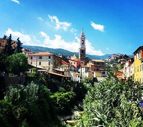Uitzicht op Dolcedo in Ligurië