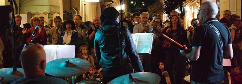 Een band speelt in Diano Marina