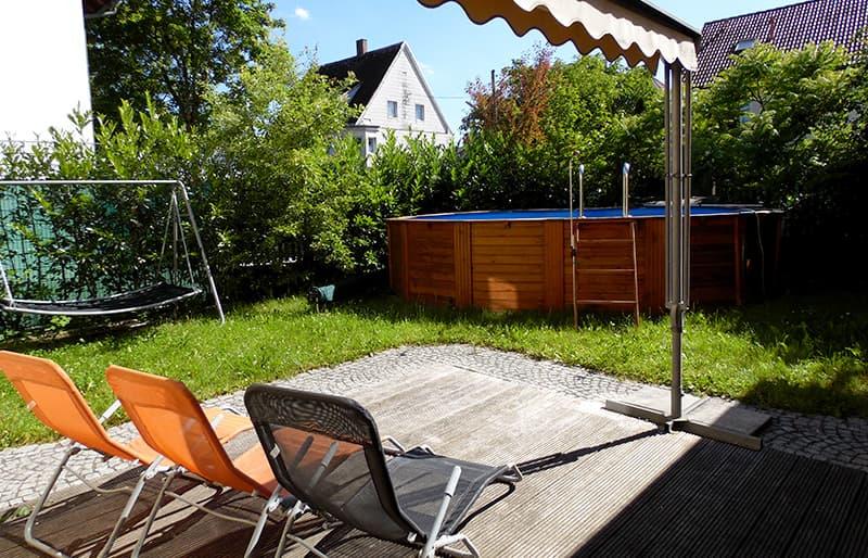 Garden with pool at BlumenRviera office