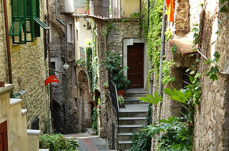 Romantische straat van Dolceacqua