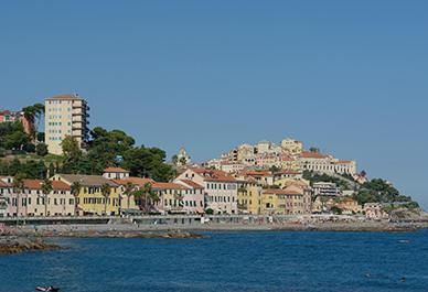 Bezoek Imperia in Ligurië en geniet van het uitzicht over de historische stad Porto Maurizio