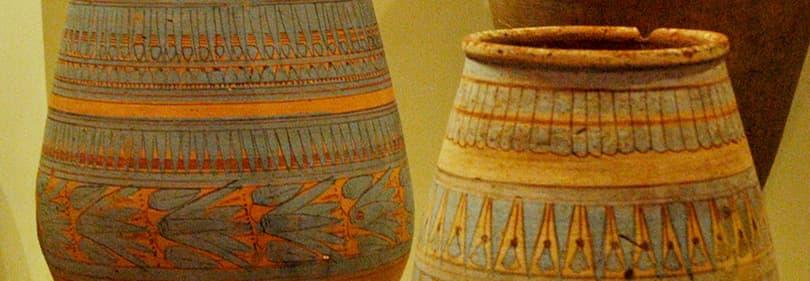 Keramische vazen in een museum in Ligurië
