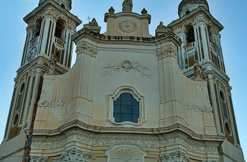 Een oude kerk in Laigueglia, Ligurië