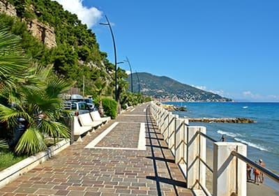 Een promenade in de stad Laigueglia