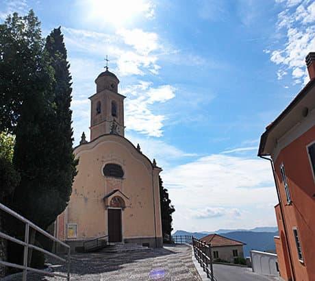 Uitzicht op Onzo in Ligurië
