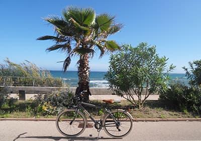 Een fiets in de Pista Ciclabile, 26 km fietspad