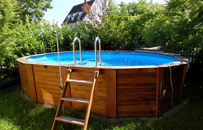 Pool at BlumenRviera office