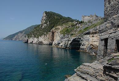 Bezoek Portovenere in Ligurië en ontdek mooie baaien en steile kustgebieden