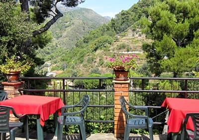 Restaurant in Ligurië, naast de bergen