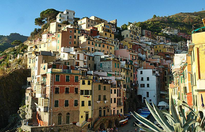 Kleurrijke huizen van Riomaggiore in Cinque Terre