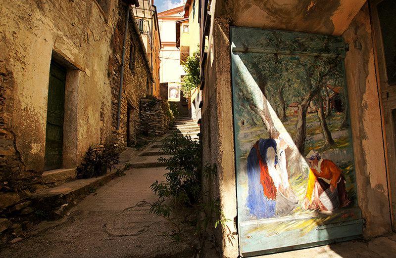 Een mooie straat in Valloria