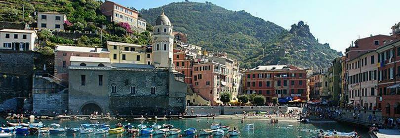 De haven van Vernazza in Cinque Terre, Ligurië