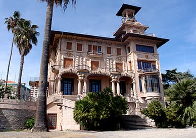 De prachtige Villa Grock - Museo del Clown in Ligurien
