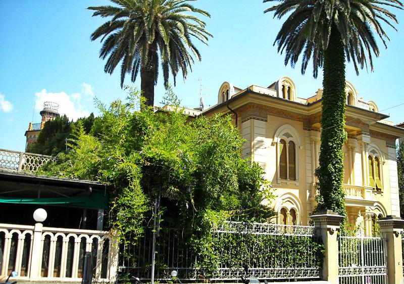 Prachtige villa in Levanto in tussen de palmbomen