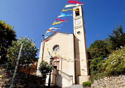Kerken in verschillende stijlen die u kunt vinden in Ligurië en een overzicht van de kerken