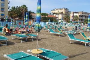 Bagni bassamarea*** Stranden in Ligurië