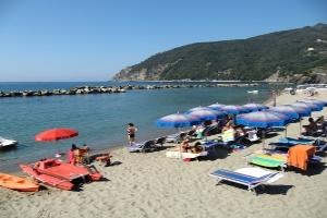 Serviced Public Beach Stranden in Ligurië