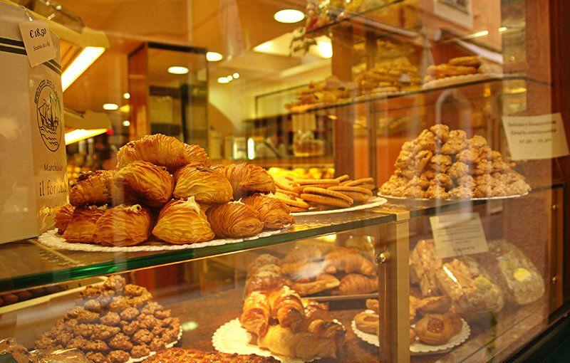 Ligurische culinaire specialiteiten in een winkel in Alassio