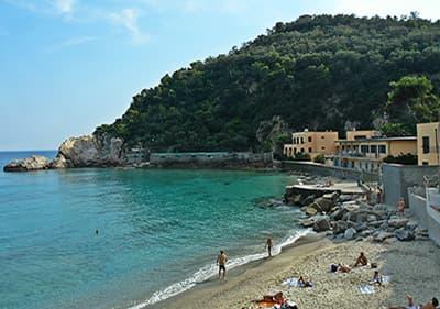 Strand voor honden in Albisola, Ligurië