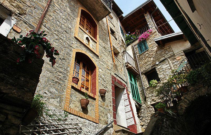 Een prachtig uitzicht over de huizen in Apricale
