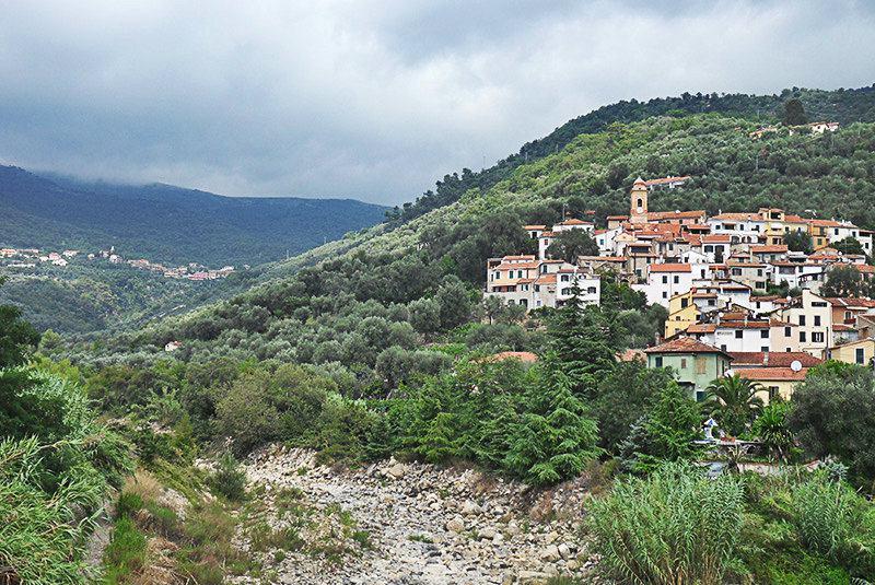 Een prachtig uitzicht op vakantiebestemming Diano Roncagli in Ligurië