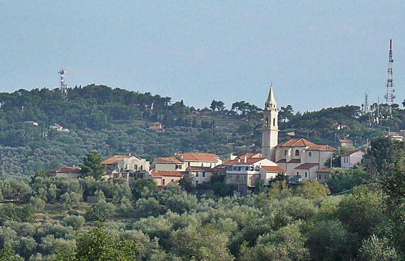 Gezicht op een dorp Gorleri in Ligurië