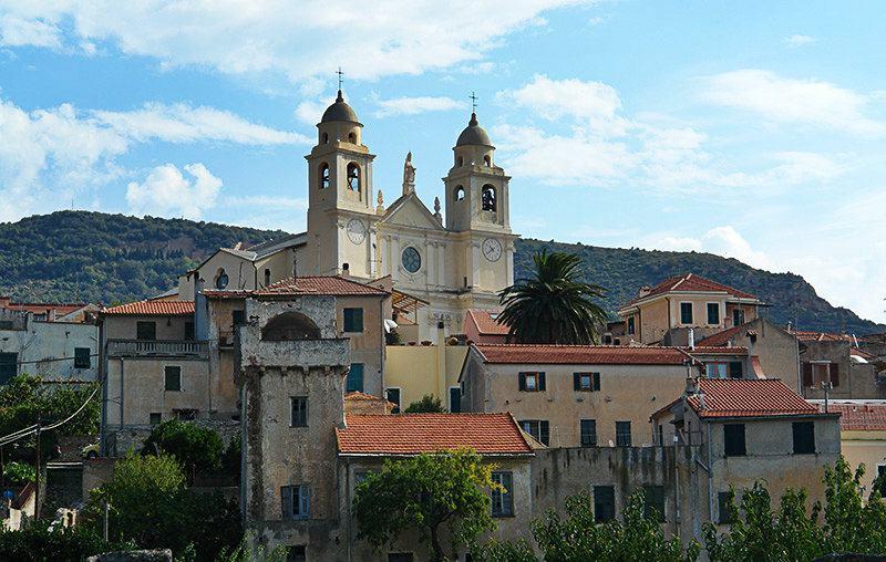 Schilderachtige mening van vakantiepark Borgio Verezzi in Ligurië