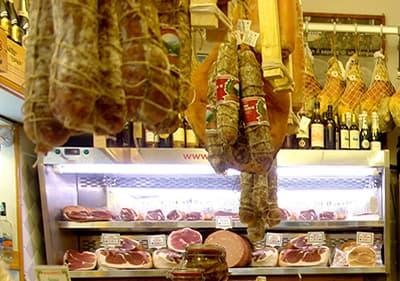 Kwaliteit vlees van een plaatselijke slager in Ligurië
