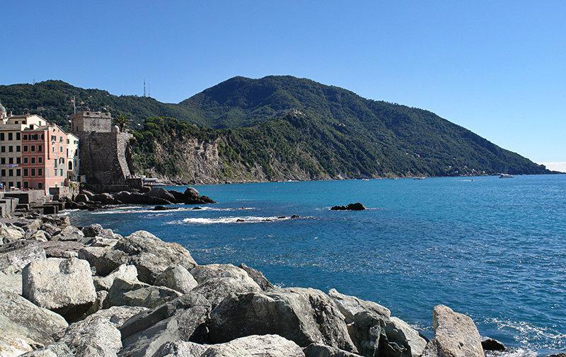 Uitzicht op zee en de bergen in Camogli