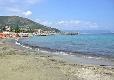 Strand in Ceriale, Ligurie
