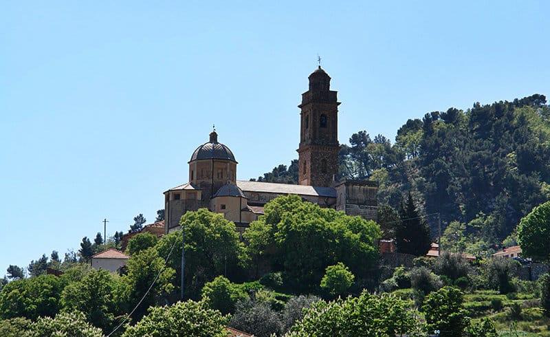 Een zicht op de prachtige vakantiebestemming Diano Arentino