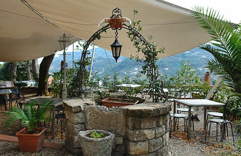 Een mooi restaurant in het centrum van Diano Castello